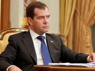 Премьер государственного совета Китая прибыл вСанкт-Петербург напереговоры сМедведевым