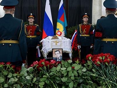 Путин прибыл попрощаться субитым русским послом Андреем Карловым