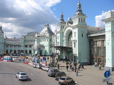 Голосовые объявления навсех вокзалах Москвы начнут дублировать наанглийском