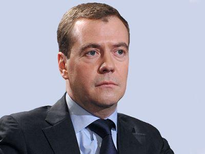 Медведев поздравил с70-летием гендиректора огромного театра
