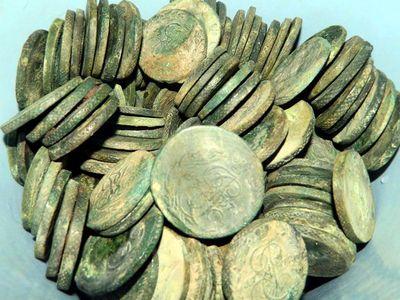 НаБульварном кольце отыскали клад медных монет