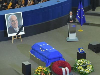ВСтрасбурге прощаются сГельмутом Колем