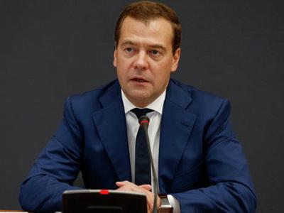 Д. Медведев призвал увеличить экспорт продуктов сельхозмашиностроения иавтопром