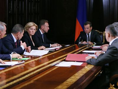 Премьер Медведев поддержал оплату ЖКХ, минуя управляющие компании