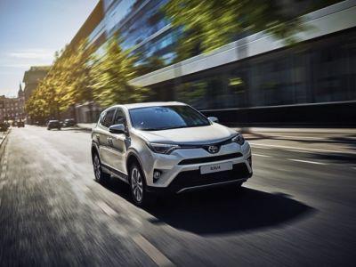 Toyota RAV4 вмарте стал бестселлером японской марки в России