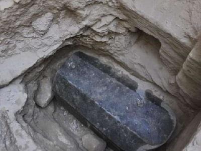 Выпить нельзя вылить! Кто и зачем хочет попробовать жидкость из древнего саркофага