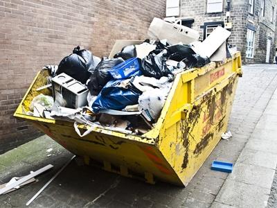 В Челябинске ввели режим повышенной опасности из-за мусора во дворах