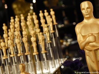 Американский актер пришел на«Оскар» вплатье инакаблуках
