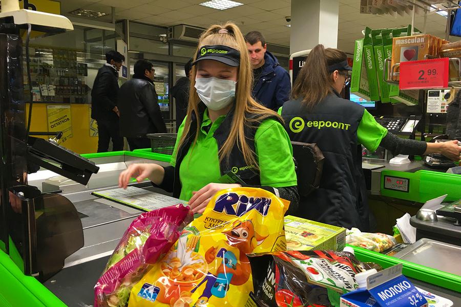 Верховный суд РФ запретил обслуживать покупателей без масок