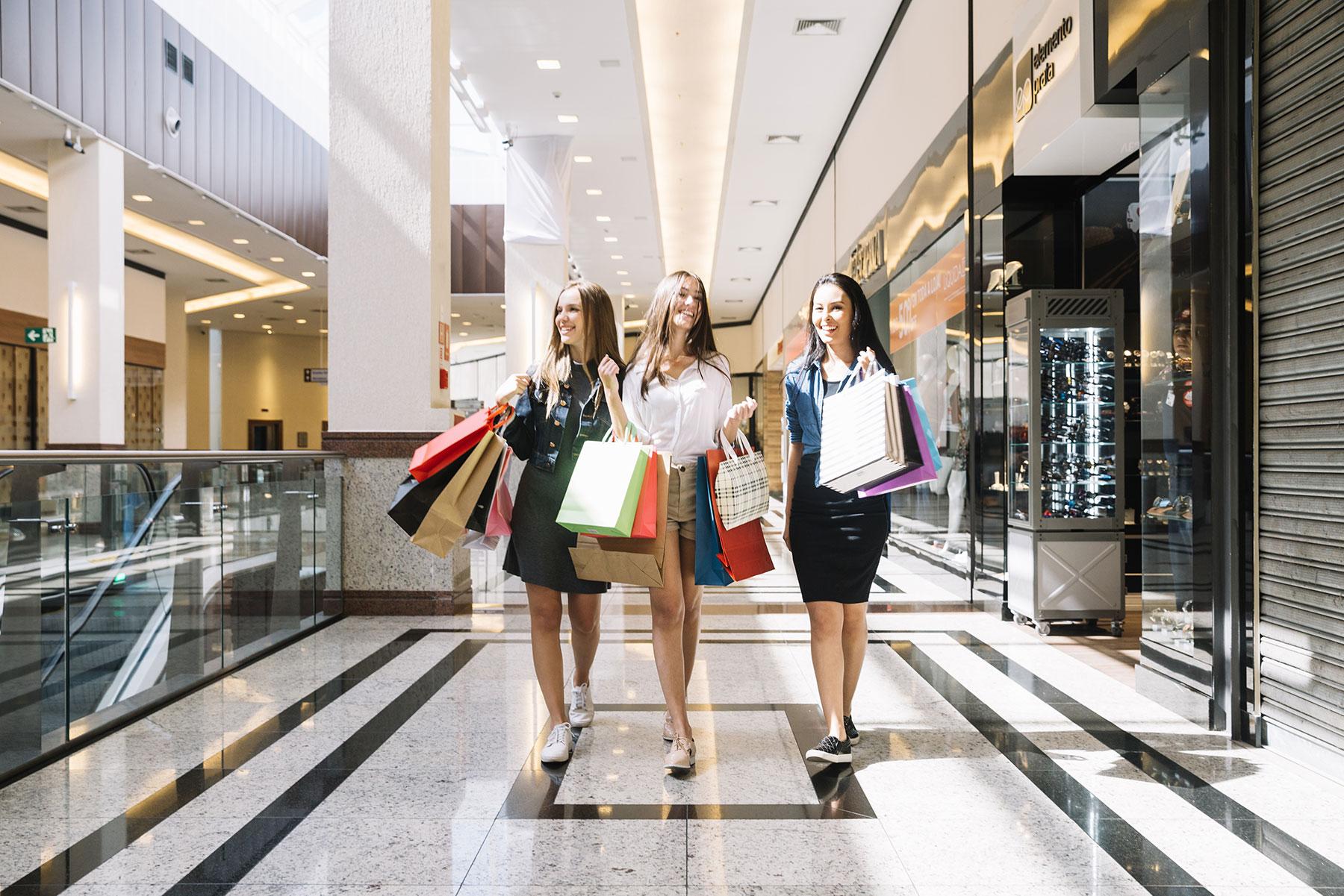 Картинки девушка в торговом центре