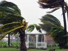 Тысячи людей в Австралии эвакуированы из-за циклона Дебби