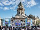 Хор Турецкого исполнил песни Победы в центре Берлина