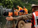 Спасатели вывели первых школьников из затопленной пещеры в Таиланде