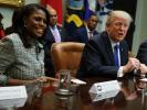 """Трамп попросил уладить ситуацию с """"чокнутой"""" экс-помощницей"""
