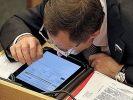 Региональных чиновников научат отвечать на негатив в соцсетях