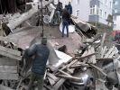 В Стамбуле обрушился восьмиэтажный дом, под завалами остаются люди