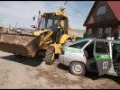 Житель Башкирии трактором протаранил машину судебных приставов