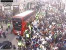 В Британии студенты и школьники бастуют против вредных выбросов в атмосферу