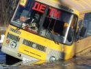 В Башкирии школьный автобус съехал с моста в реку