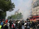 В Париже проведение первомайских демонстраций вылилось в столкновения с полицией