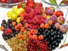 Врач рассказал, какие ягоды и фрукты нужно есть для продления молодости