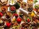Эксперт рассказала, как правильно употреблять экзотические блюда в отпуске