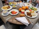 Russians Told How Much Money they Spend on Food While Traveling