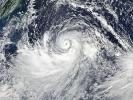 Супертайфун приближается к восточному побережью Китая