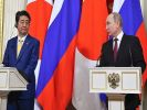 Abe at a Meeting with Putin Wants to Take Negotiations on a Peace Treaty to a New Level