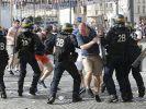 В Париже полицейские применили слезоточивый газ и водомёты против протестующих пожарных