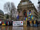 Парижские митингующие «проукраинской позиции» были забросаны яйцами