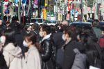 Специалисты Японии призывают снимать маски из-за жары