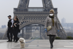 В Париже вводят обязательный масочный режим на улицах