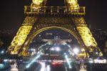 В Париже Эйфелеву башню откроют для посещения