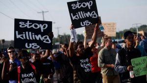В американском Сент-Луисе вновь вспыхнули протесты после убийства темнокожего полицейскими