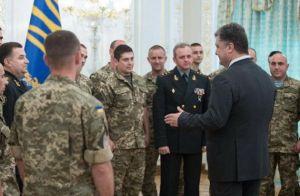 Государства без войска не существует - Порошенко вручил награды военным