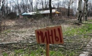 Четыре человека погибли в результате подрыва автобуса на КПП в Донбассе