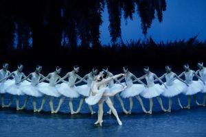 """Театр оперы и балета представит в петербургском Мюзик-холле балет """"Лебединое озеро"""""""