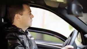 Медведев: денег на приведение дорог в порядок недостаточно