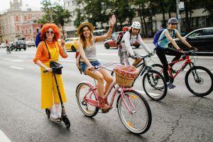 Более 30 тысяч человек участвуют в Московском велопараде