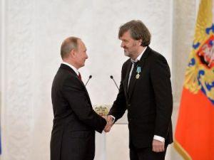 Путин вручил награды ипремии завклад вукрепление единства российской нации
