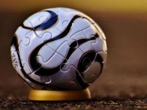 Жители Подольска установили скульптуру мяча в честь Кубка конфедераций по футболу