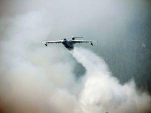 Экипаж самолёта Бе-200 МЧС России спас 20 пожарных-парашютистов в Иркутской области