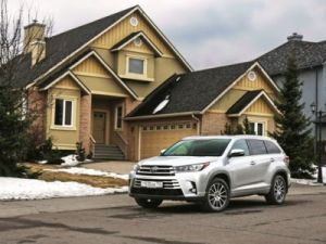 Toyota Highlander got an affordable version in Russia