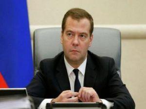 """Медведев призвал """"Почту России"""" обрабатывать посылки с помощью передовых технологий"""