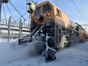 Every day more than a thousand railway workers inspect the Kazakhstan railway trucks in winter