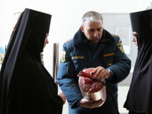 Сотрудниками МЧС России обеспечат безопасность в храмах в пасхальные праздники