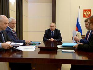 Путин провёл совещание с экономическим блоком