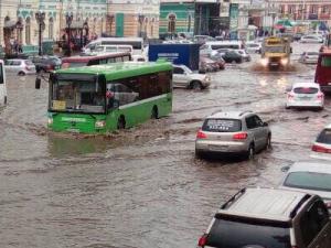 Чрезвычайное происшествие произошло в Иркутске: проливной дождь обрушил потолок торгового центра