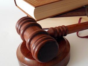 Саратовец предстал перед судом за гибель шестилетнего брата на пожаре